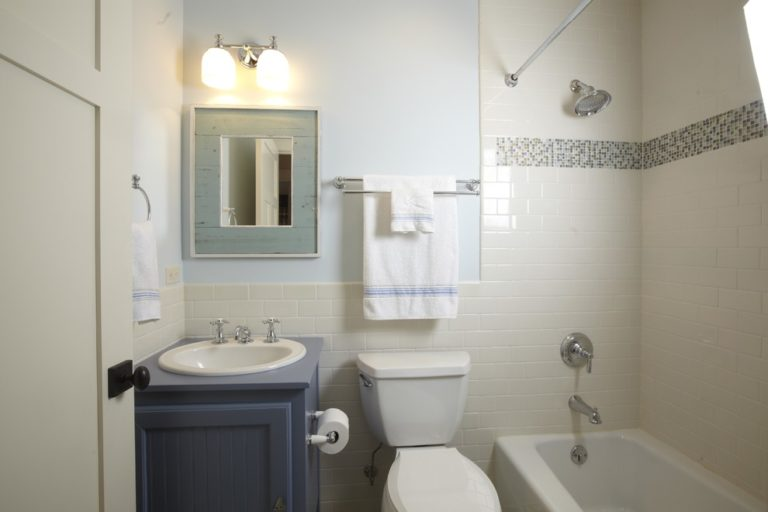 Small-bathroom-makeover-bathroom-traditional-with-simple-bath-towel-rack-5-768x512